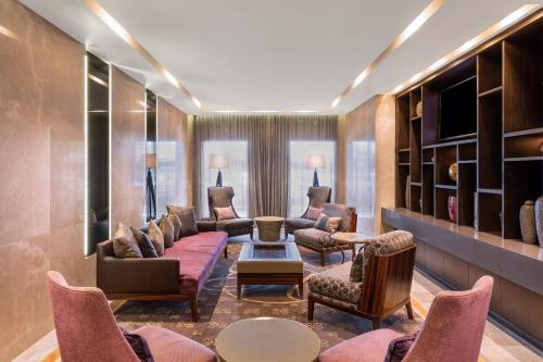 A seating area at Gambaro Hotel Brisbane