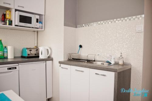 Kuchnia lub aneks kuchenny w obiekcie Apartment Double Sapphire Time