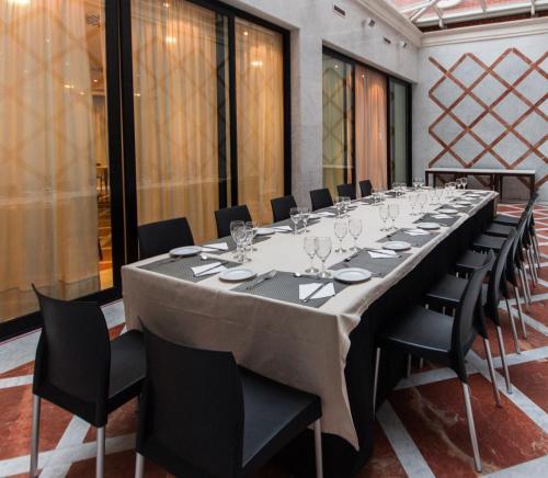 Un restaurante o sitio para comer en TH Boadilla