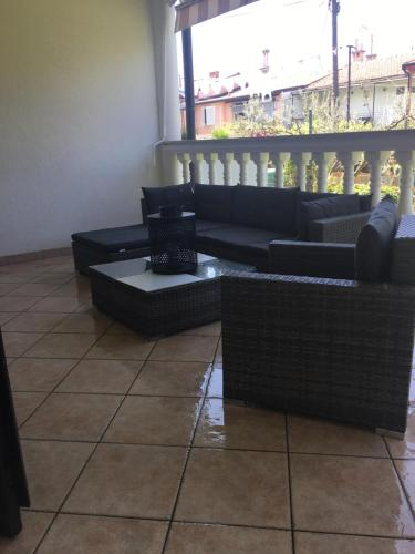 A seating area at Apartman Mila