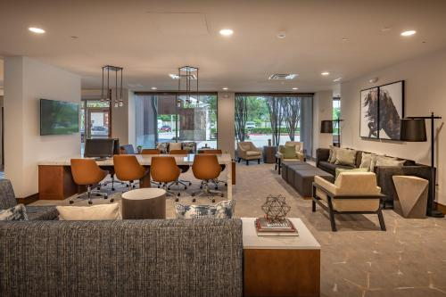 The lounge or bar area at DoubleTree by Hilton Dallas-Farmers Branch