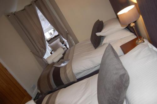 A bed or beds in a room at The Boot Inn