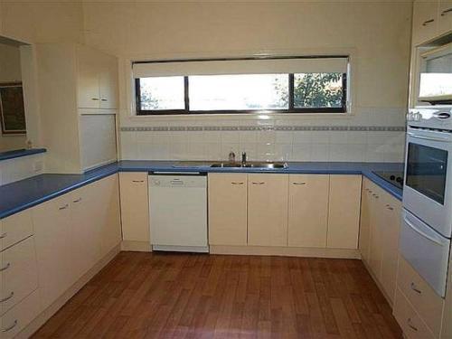 A kitchen or kitchenette at BLUE CREST 2