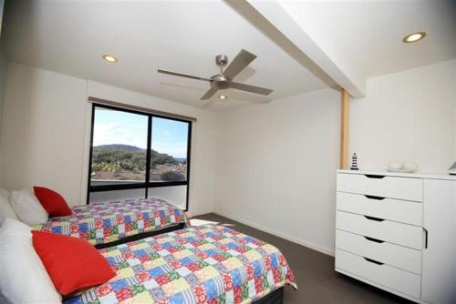 A bed or beds in a room at BOOMERANG BREEZE 2