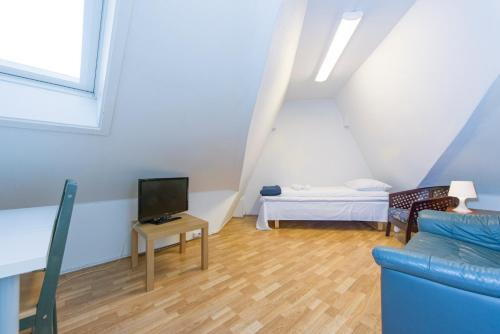 A bed or beds in a room at Stavanger Lille Hotel