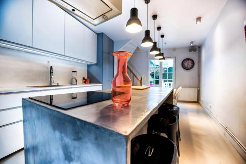 A kitchen or kitchenette at The Grey House