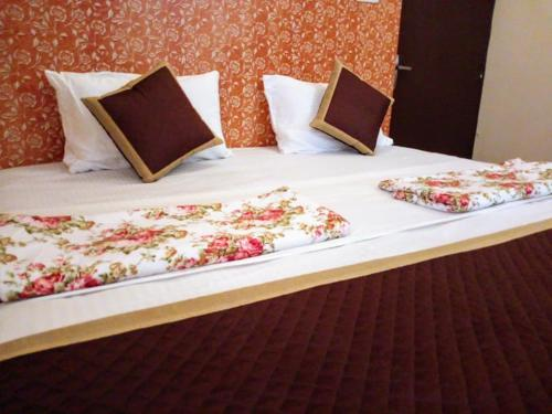 A bed or beds in a room at Hostel Lumb's Nest Jaipur