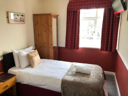 A bed or beds in a room at Woolaston Inn