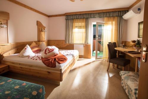 Кровать или кровати в номере Thermenhof PuchasPLUS Loipersdorf