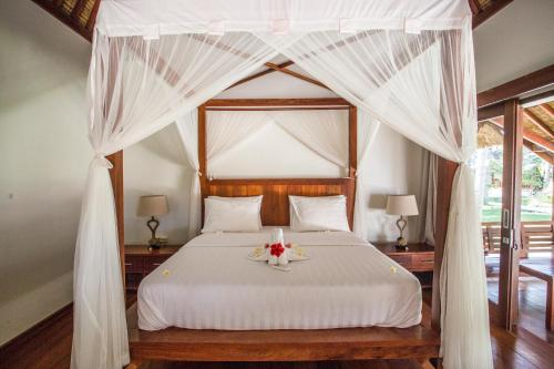 A bed or beds in a room at Island View Bar & Bungalow