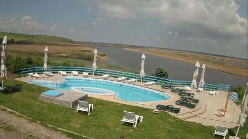 Una vista de la alberca en Delta Nature Resort o alrededores