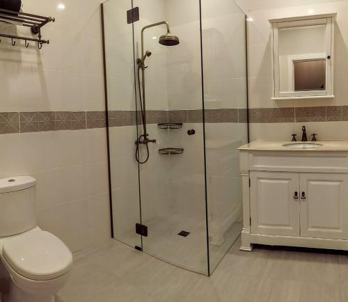 A bathroom at Braewood Farm