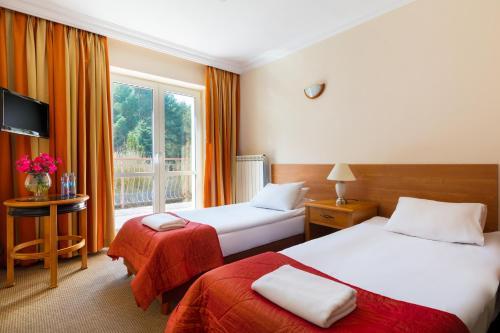Łóżko lub łóżka w pokoju w obiekcie Perła Leśna Nadarzyn