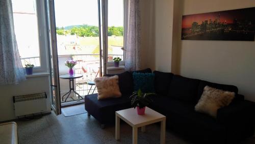 A seating area at Krásný apartmán v centru Písku