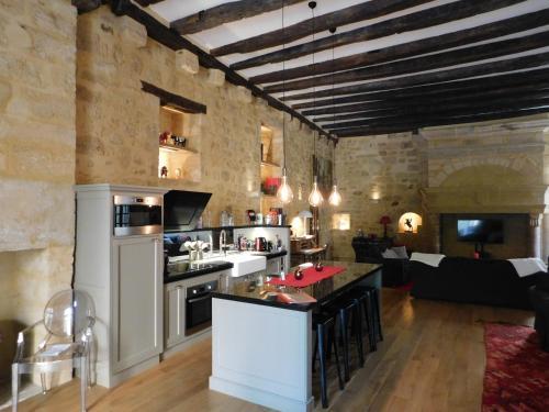 A kitchen or kitchenette at Le Loft Exceptionnel