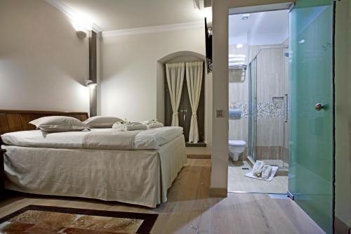 Ein Bett oder Betten in einem Zimmer der Unterkunft Hotel Doltso