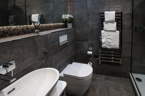 Ванная комната в Mondo Hotel