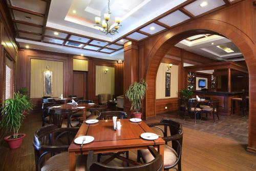 A restaurant or other place to eat at Chanakya Bnr Hotel