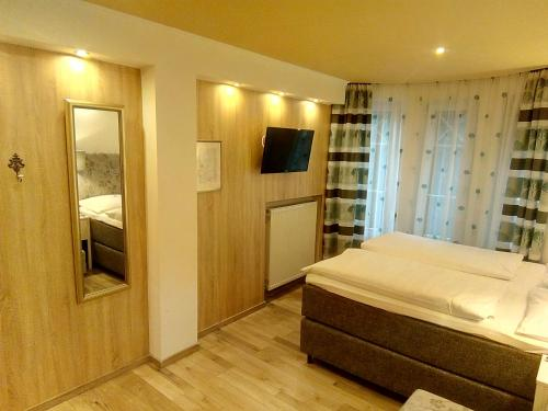 A bed or beds in a room at Pension Wachau