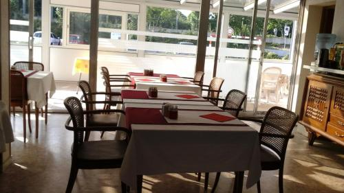 Restaurant ou autre lieu de restauration dans l'établissement Le Nouveau Monde