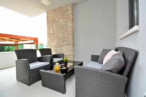 A seating area at Luxury apartment Leon