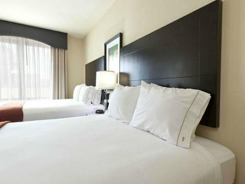 A bed or beds in a room at Holiday Inn Express & Suites Orlando - International Drive