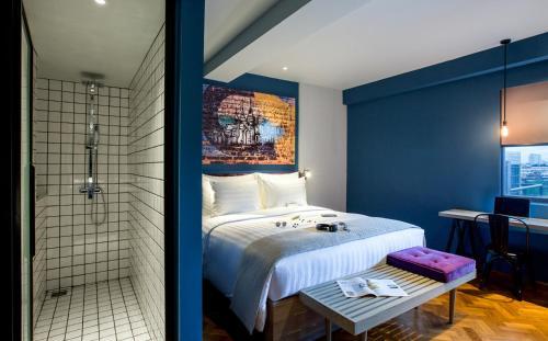 Een bed of bedden in een kamer bij Hotel G Yangon