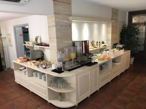 A kitchen or kitchenette at Fortezza Hotel