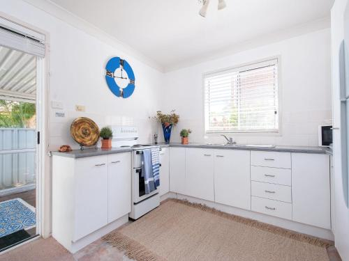 A kitchen or kitchenette at Reef Close, 3/7
