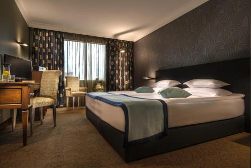 A bed or beds in a room at Rosslyn Thracia Hotel Sofia