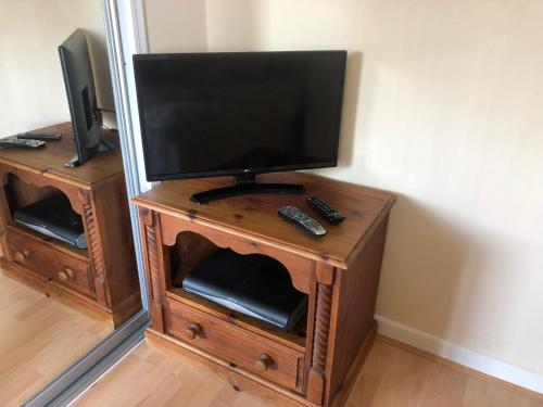 A television and/or entertainment center at Jasmine view