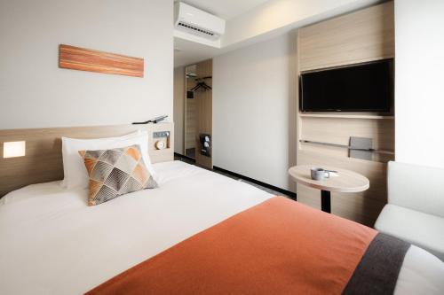 那霸 Nest 提薩吉飯店房間的床