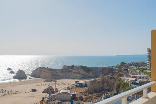 Uma vista do mar geral ou uma vista do mar a partir do hotel