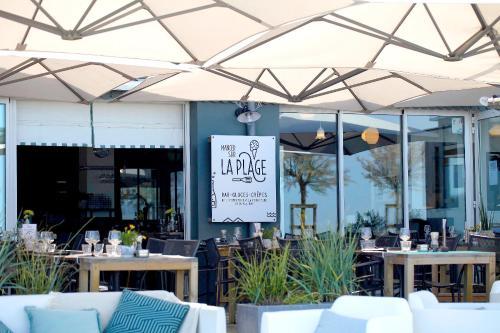 Restaurant ou autre lieu de restauration dans l'établissement Dormir sur la Plage