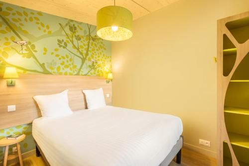 A bed or beds in a room at Villages Nature Paris at Disneyland® Paris