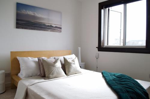 Bright Flat near Port of Leith with Free Parking, Sleeps 2