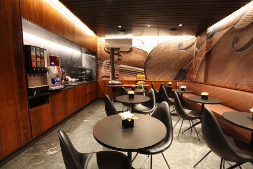 מסעדה או מקום אחר לאכול בו ב-Carnegie Hotel