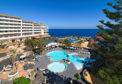 A view of the pool at H10 Taburiente Playa or nearby