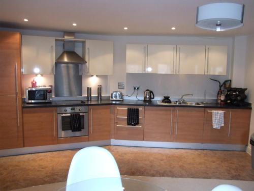 A kitchen or kitchenette at RentUnique Station Apartment