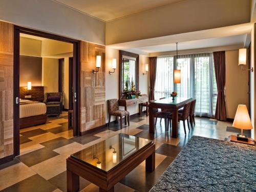 A seating area at Sun Island Hotel & Spa Kuta