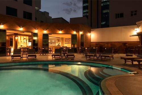 المسبح في فور بوينتس شيراتون بر دبي أو بالجوار