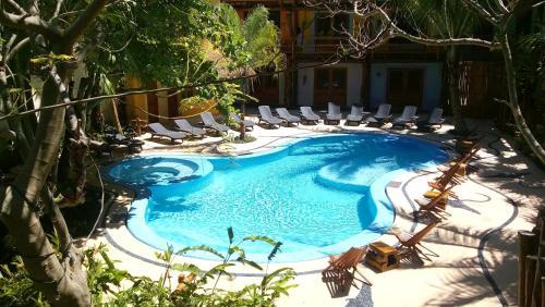Vue sur la piscine de l'établissement Hotel El Pueblito ou sur une piscine à proximité