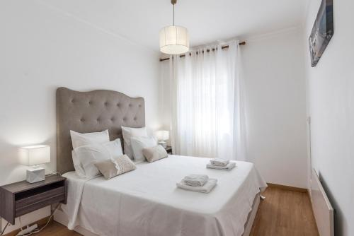 A bed or beds in a room at Albufeira Beach Apartment-Medical Assistance-Garage