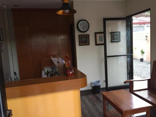 Лобби или стойка регистрации в Golden Pension House,Palawan