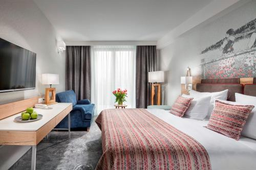 A bed or beds in a room at Hotel Aquarion Zakopane