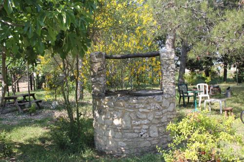 A garden outside B&B Le Petit Frigouyé