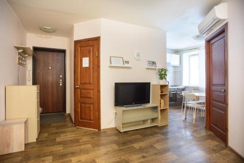 Телевизор и/или развлекательный центр в Apartment na Zhilina