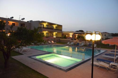 Piscina de la sau aproape de Santa Helena Hotel, Ialyssos, Rhodes