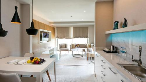 A kitchen or kitchenette at Wind of Lara Hotel & SPA - All Inclusive