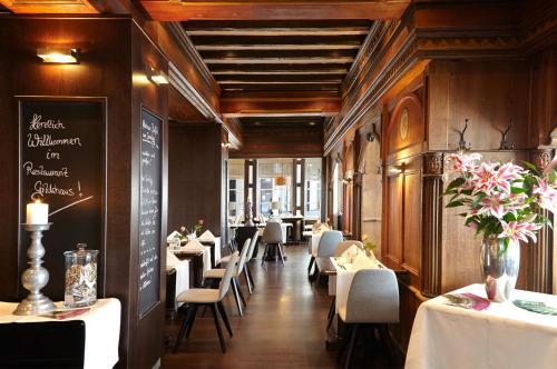 A restaurant or other place to eat at Van der Valk Hotel Hildesheim